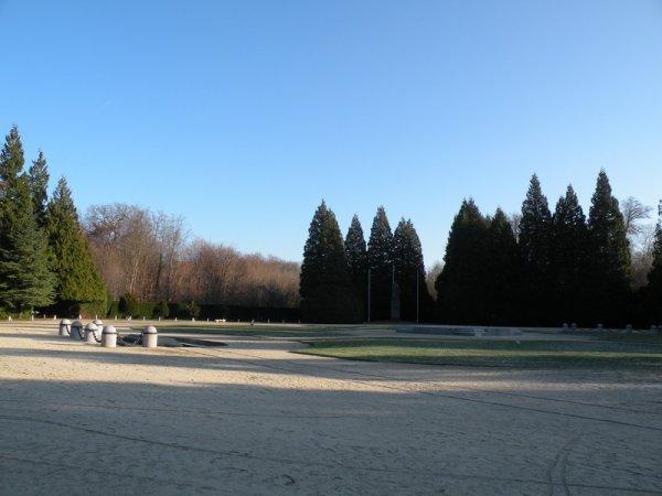 Le 11 novembre 1918, signature de l' Armistice à Rethondes en forêt de Compiègne . Je suis à 35 mn de ce lieu chargé d' histoire , une visite s'impose si vous vous trouvez dans la région !
